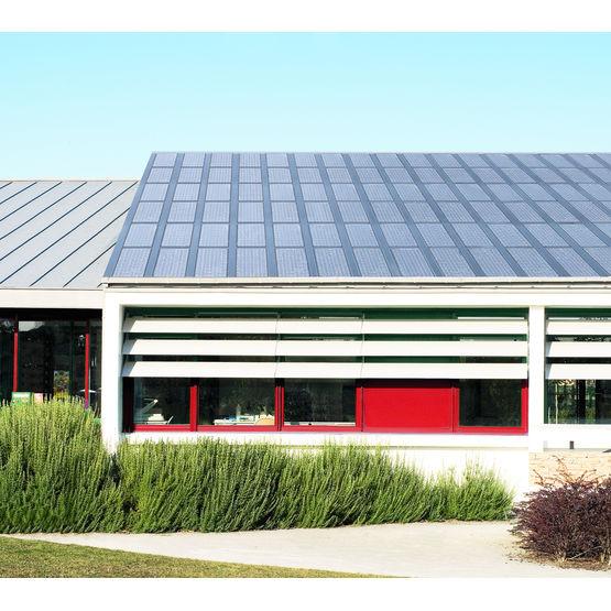 panneau de toiture photovolta que tuiles photovolta ques solar composites. Black Bedroom Furniture Sets. Home Design Ideas