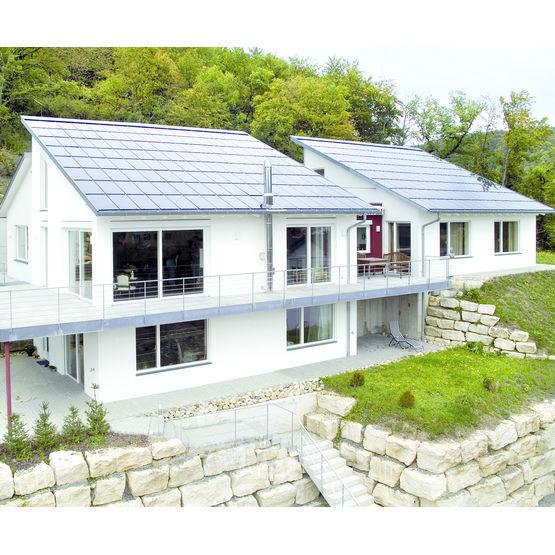panneaux tuiles photovolta ques sur toiture en pente. Black Bedroom Furniture Sets. Home Design Ideas