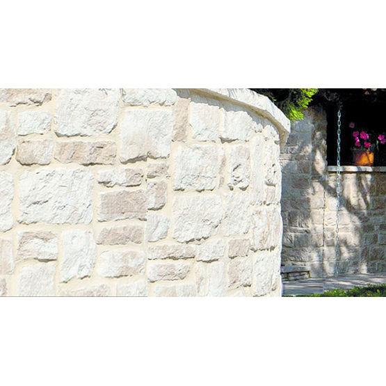 parement mural en pierre reconstitu e d 39 aspect pierre blonde bradstone. Black Bedroom Furniture Sets. Home Design Ideas