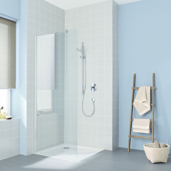 paroi de douche fixe avec stabilisateur mural cada xs walk in rothalux. Black Bedroom Furniture Sets. Home Design Ideas