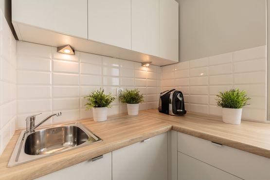 peinture de r novation cuisine bains peinture de r novation pour pi ces humides batiproduits. Black Bedroom Furniture Sets. Home Design Ideas