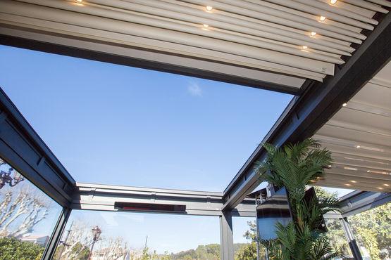 pergola de grande longueur toit plat en toile r tractable gennius i1 gennius france. Black Bedroom Furniture Sets. Home Design Ideas