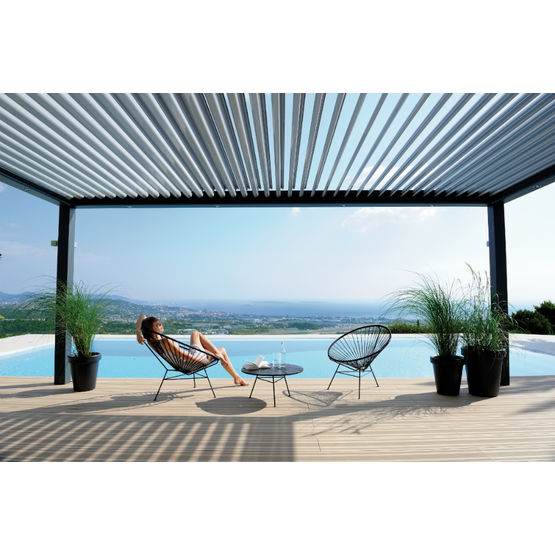 pergola en aluminium lames orientables pergola bioclimatique biossun. Black Bedroom Furniture Sets. Home Design Ideas