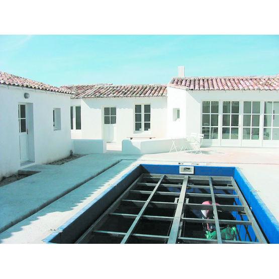 piscine priv e fond amovible gl aqualift. Black Bedroom Furniture Sets. Home Design Ideas