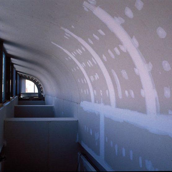 Plafond courbes sur ossature m tallique siniat for Plafond ba13 sur ossature metallique