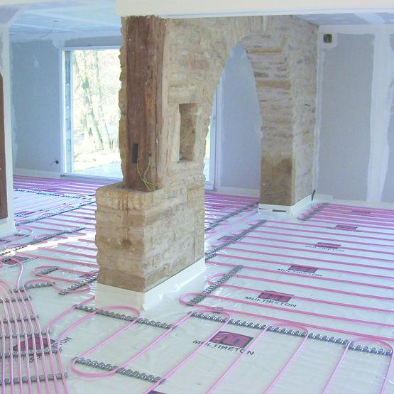 planchers chauffants basse temp rature avec chape traditionnelle ou fluide humide et humide cf. Black Bedroom Furniture Sets. Home Design Ideas