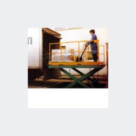plate forme de levage pour charges de 0 5 5 tonnes plate forme industrielle otis. Black Bedroom Furniture Sets. Home Design Ideas