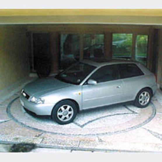 Plateforme tournante pour man uvrer les v hicules for Plateforme tournante garage