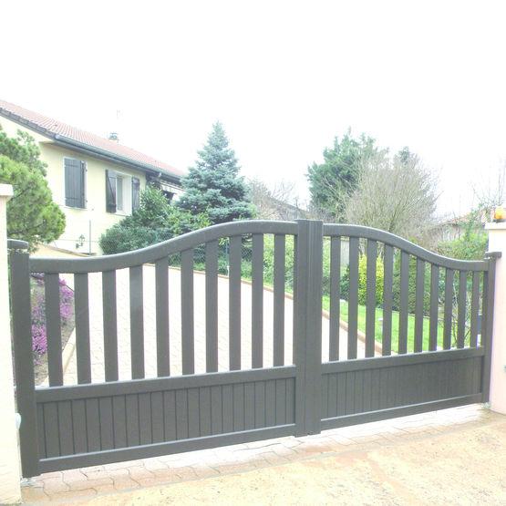 Portail aluminium battant ou coulissant pour r sidentiel portail gifetal aluminium for Portail acier galvanise ou aluminium