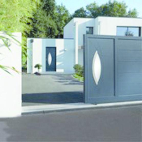 portail coulissant en aluminium horizal les portaliers. Black Bedroom Furniture Sets. Home Design Ideas
