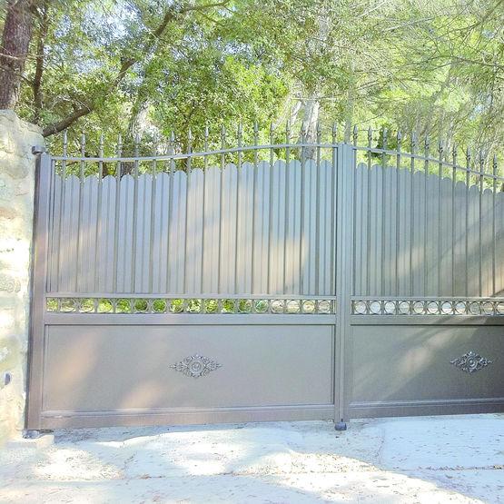 portails battants ou coulissants en aluminium de style fer forg horizal les portaliers. Black Bedroom Furniture Sets. Home Design Ideas