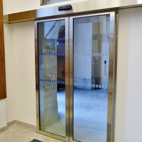 Porte automatique pi tonne coulissante ou t lescopique softica - Porte coulissante telescopique ...