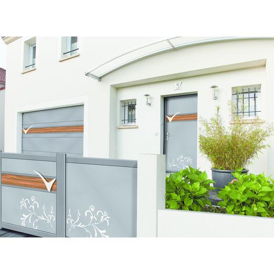 Porte Dentrée En Composite Coordonnée Avec Portail Et Porte De - Porte de garage sectionnelle avec porte d entrée en pvc blanc