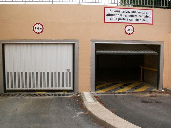 Porte de garage basculante en acier safir for Porte de garage safir