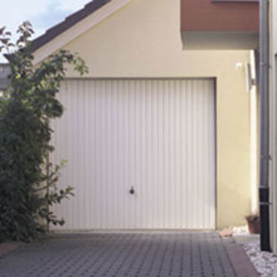 porte de garage basculante sans rail de guidage au plafond