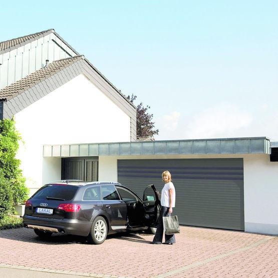 Porte de garage enroulable et motoris e tertio lakal gmbh - Porte de garage motorisee ...
