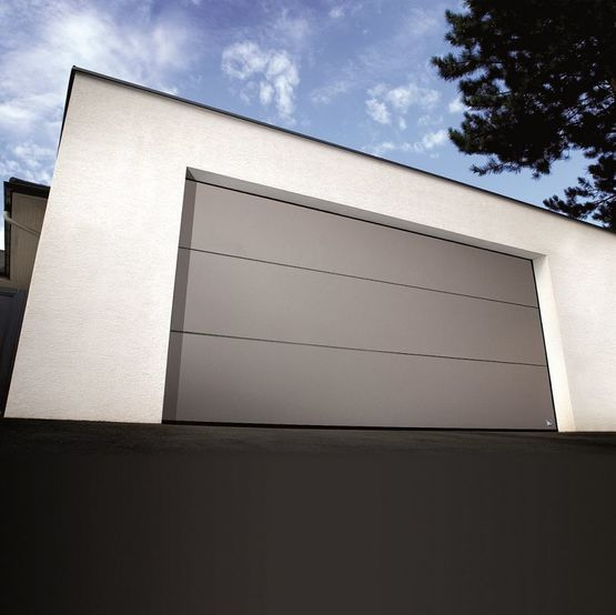 Porte de garage sectionnelle sur mesure en aluminium for Porte de garage sectionnelle soprofen
