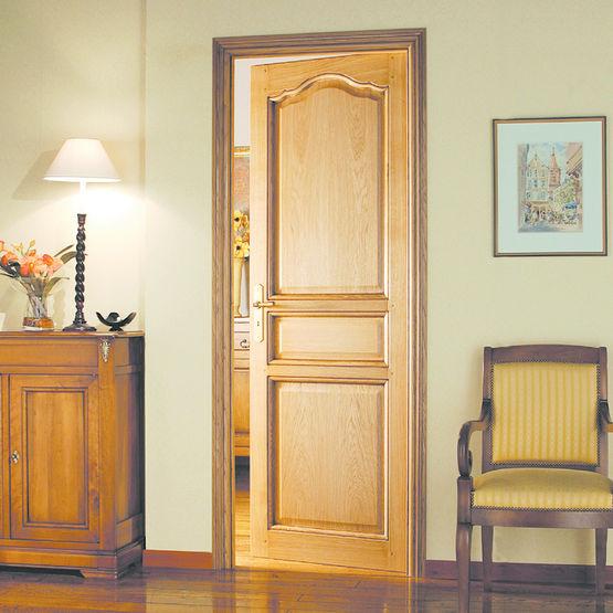 porte en ch ne de facture traditionnelle bloc porte. Black Bedroom Furniture Sets. Home Design Ideas