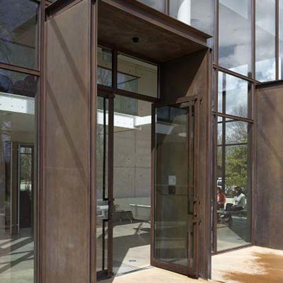 portes d 39 entr e vitr es avec dormant en aluminium soud kawneer. Black Bedroom Furniture Sets. Home Design Ideas