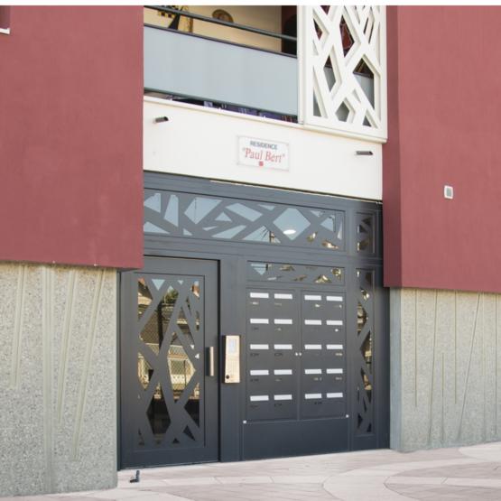 Portes pour hall d entr e personnalisables cibox for Acheter porte d entree