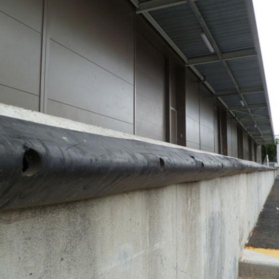 Profil de protection de quai de chargement rambarde de for Exterieur quai le bouillon de l est