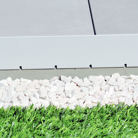 Profil perfor pour balcons et terrasses sur plots schl ter systems - Gouttiere pour balcon ...
