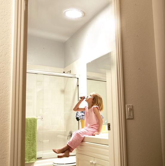 solatube brighten up 160ds 250 mm puit de lumi re pour. Black Bedroom Furniture Sets. Home Design Ideas