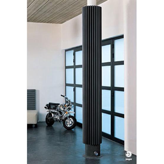 radiateur mural de forme tubulaire iguana jaga. Black Bedroom Furniture Sets. Home Design Ideas