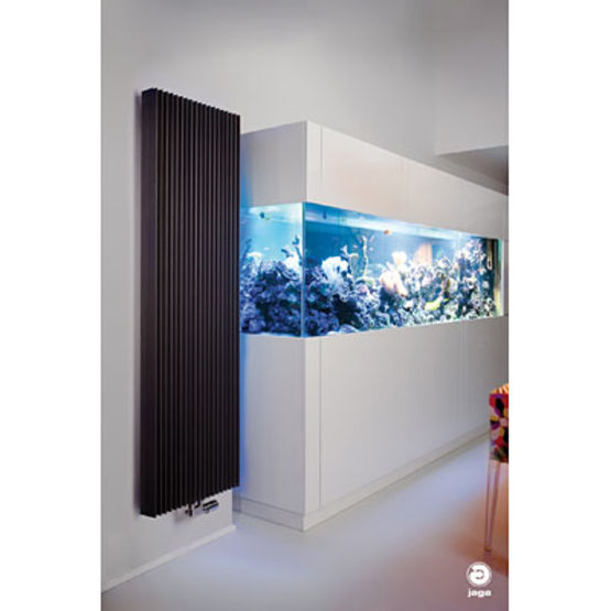 radiateur mural de forme tubulaire iguana jaga. Black Bedroom Furniture Sets. Home Design Ideas