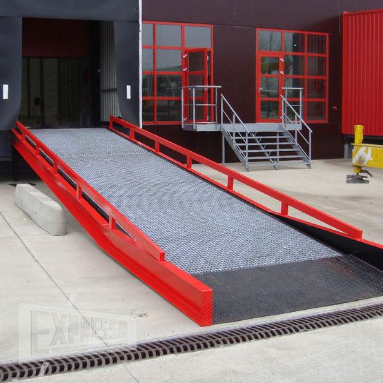 Rampe fixe d 39 acc s quai rampe fixe de chargement for Exterieur quai