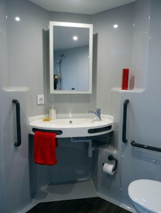 salle de bain monobloc compacte et m dicalis e mellite. Black Bedroom Furniture Sets. Home Design Ideas