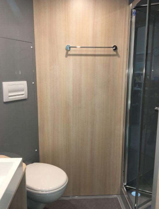 salle de bain pr fabriqu e compacte studio gamme. Black Bedroom Furniture Sets. Home Design Ideas