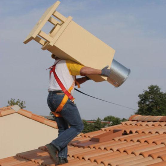 Sortie de toit m tallique quip e d 39 un conduit for Conduit cheminee exterieur poujoulat