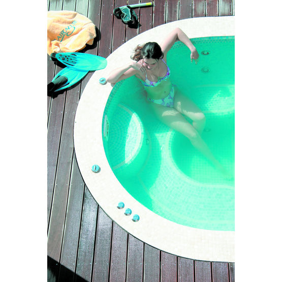 spa carrel avec nage contre courant spa de nage carrel clair 39 azur. Black Bedroom Furniture Sets. Home Design Ideas