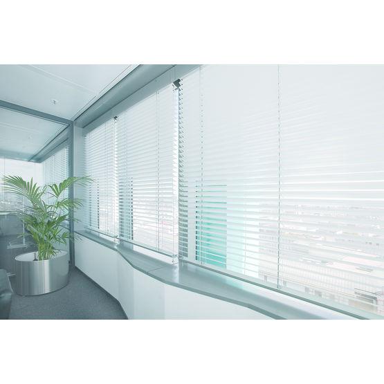 store lamelles aluminium pour guidage de la lumi re store v nitien warema. Black Bedroom Furniture Sets. Home Design Ideas