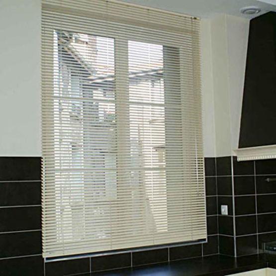 stores v nitiens lames bois aluminium ou pvc bier stores de tournus. Black Bedroom Furniture Sets. Home Design Ideas