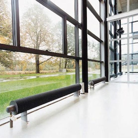 Radiateur faible hauteur radiateur chauffage panneau for Radiateur sous fenetre rideau