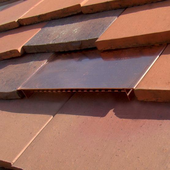 tuile plate sans embo tement pour ventilation des toits. Black Bedroom Furniture Sets. Home Design Ideas