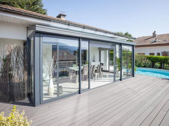 Véranda brevetée à toiture plate pour extension d ...