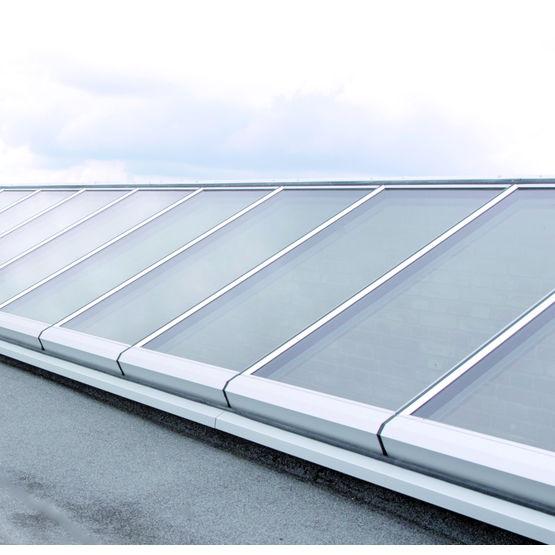 Fenetre de toit cast cuisine blanche avec vue fentre de for Soldes velux