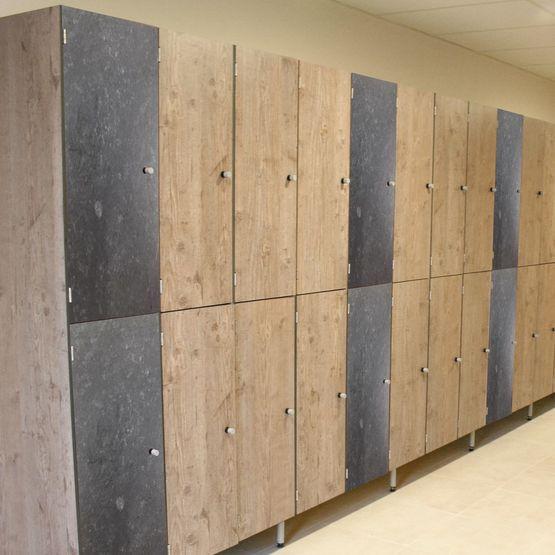 vestiaire de 3 ou 4 casiers par colonne vestiaires saniclips groupe qovans. Black Bedroom Furniture Sets. Home Design Ideas