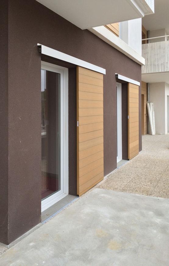 volets fixes ou coulissants sur mesure en bois reconstitu. Black Bedroom Furniture Sets. Home Design Ideas