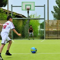 But mixte pour pratique du handball, football et basketball