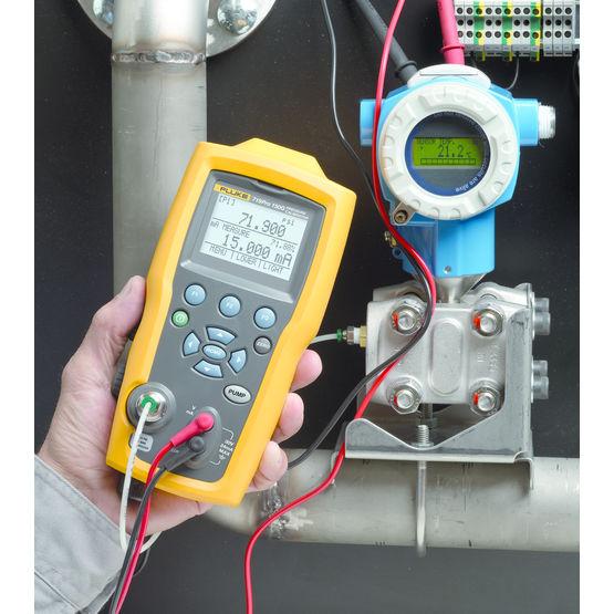 Consulter sur Batiproduits le détail : Calibrateur de pression avec pompe et réglage fin