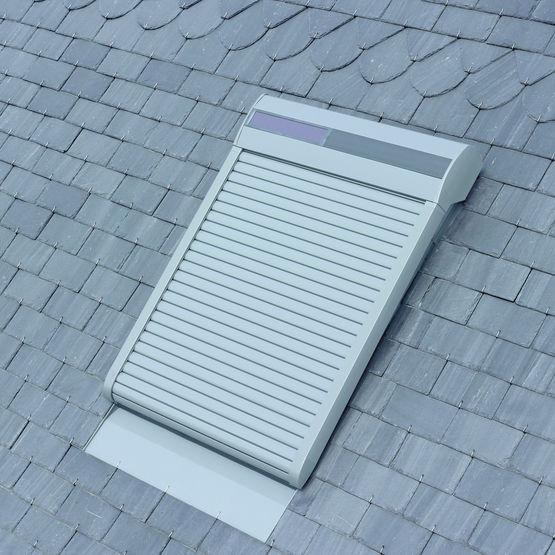 Volet roulant lectrique ou nergie solaire pour fen tre de toit velux - Notice telecommande velux solaire ...