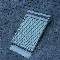 volet roulant lectrique ou solaire pour fen tre de toit roto frank. Black Bedroom Furniture Sets. Home Design Ideas