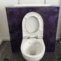 Cuvette WC sans bride sur batisupport à lave-mains intégré | Rimfree