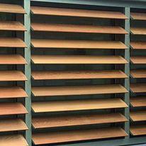 volets int rieurs persiennes orientables volets d 39 int rieur decoshutters. Black Bedroom Furniture Sets. Home Design Ideas