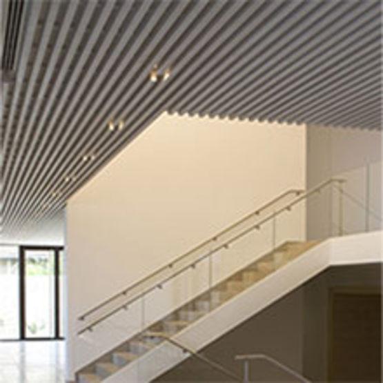 Panneaux lignés plafond
