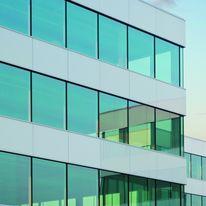 vitrage contr le solaire hautes performances d 39 aspect gris agc glass europe. Black Bedroom Furniture Sets. Home Design Ideas